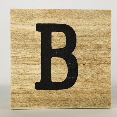 Houten letters B