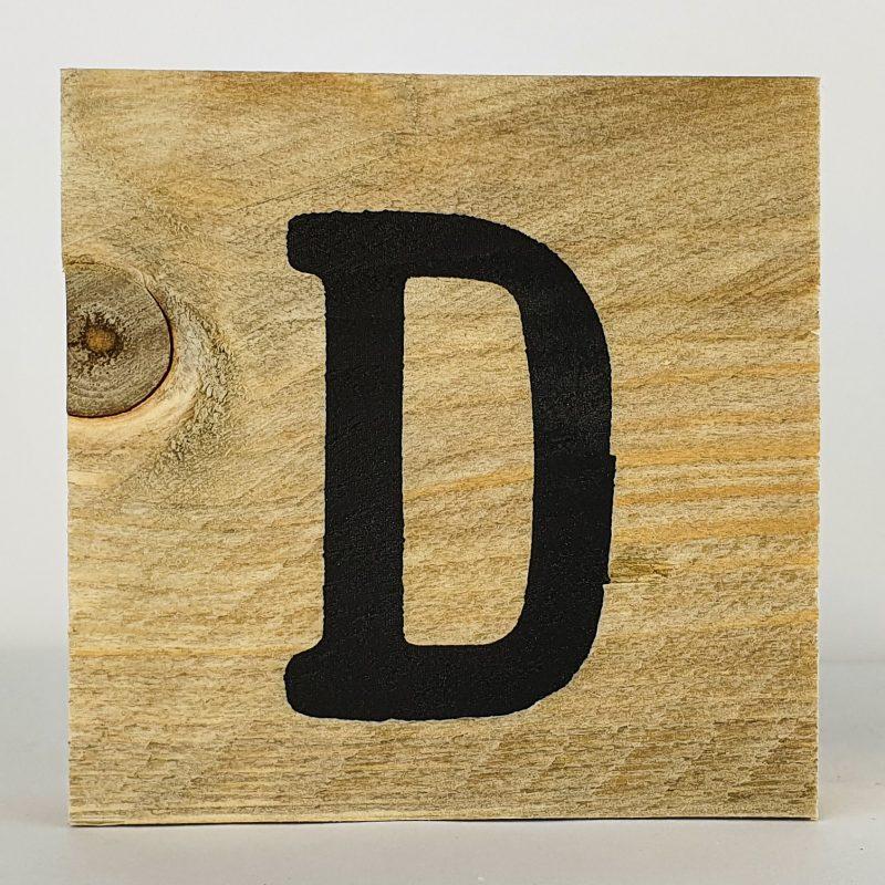 Houten letters D