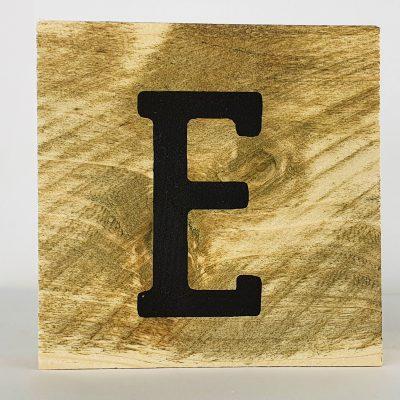 Houten letters E