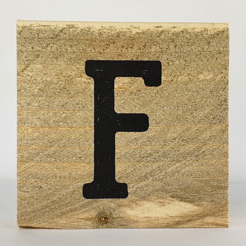 Houten letters F