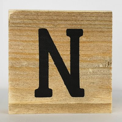 Houten letters N